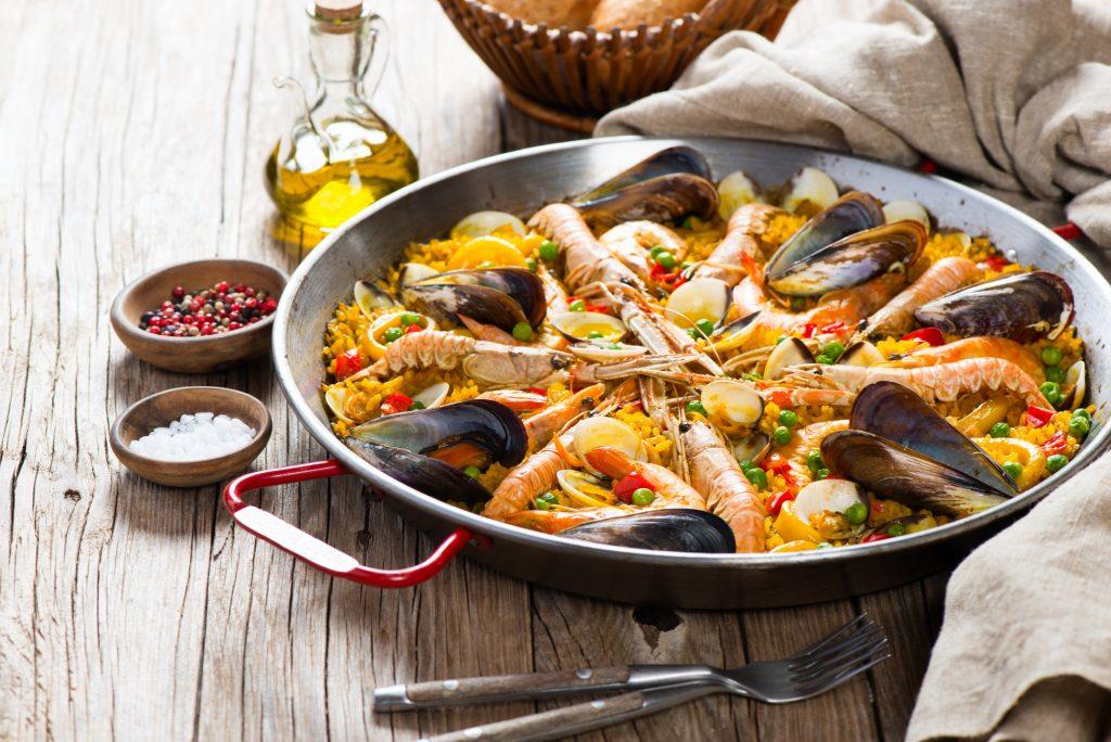 Resultado de imagem para Jantar para amigos - 4 receitas fáceis da Culinária Espanhola